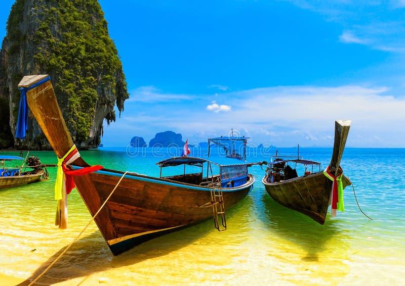 旅行风景,与大海的海滩 免版税库存照片