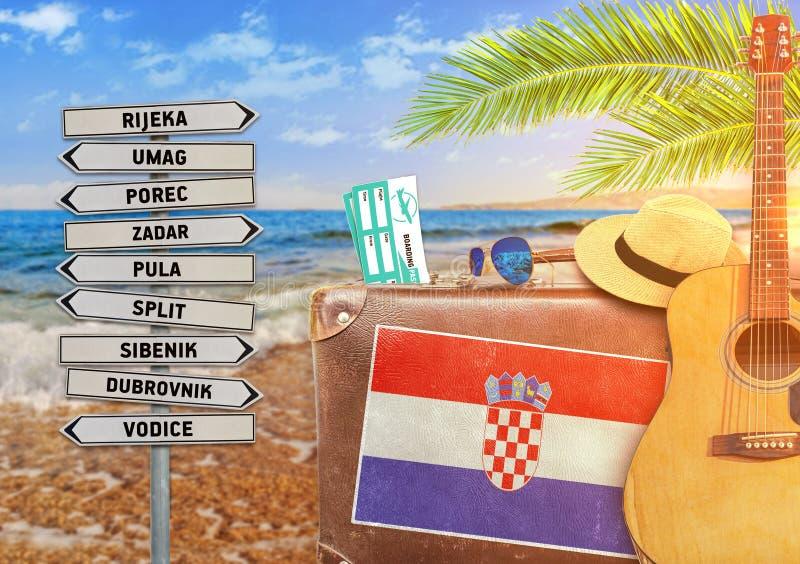 旅行与老手提箱和克罗地亚的夏天的概念 免版税图库摄影