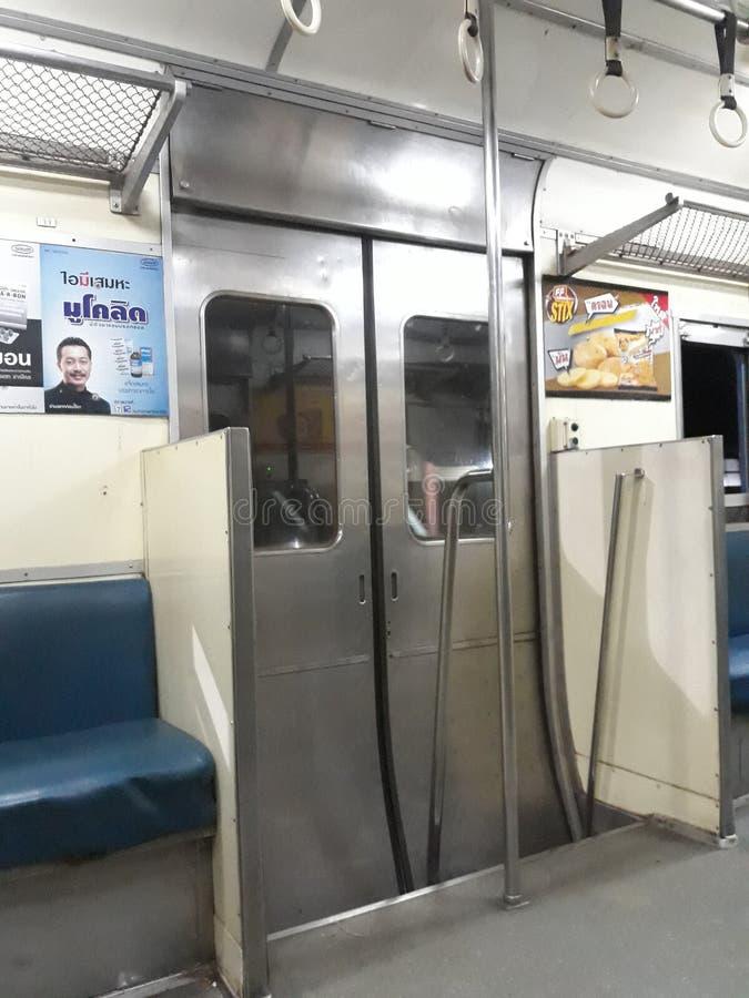 旅行乘在2018年12月5日的晚上火车在程逸火车站,泰国 免版税图库摄影