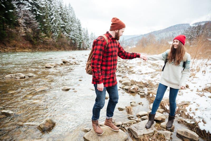 旅行在河的夫妇 库存照片