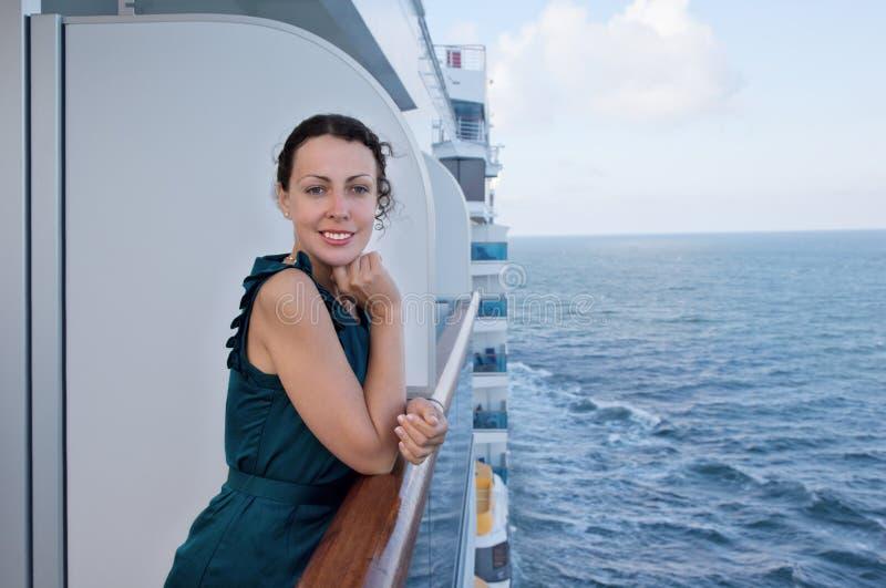 旅行在船的微笑的妇女 图库摄影