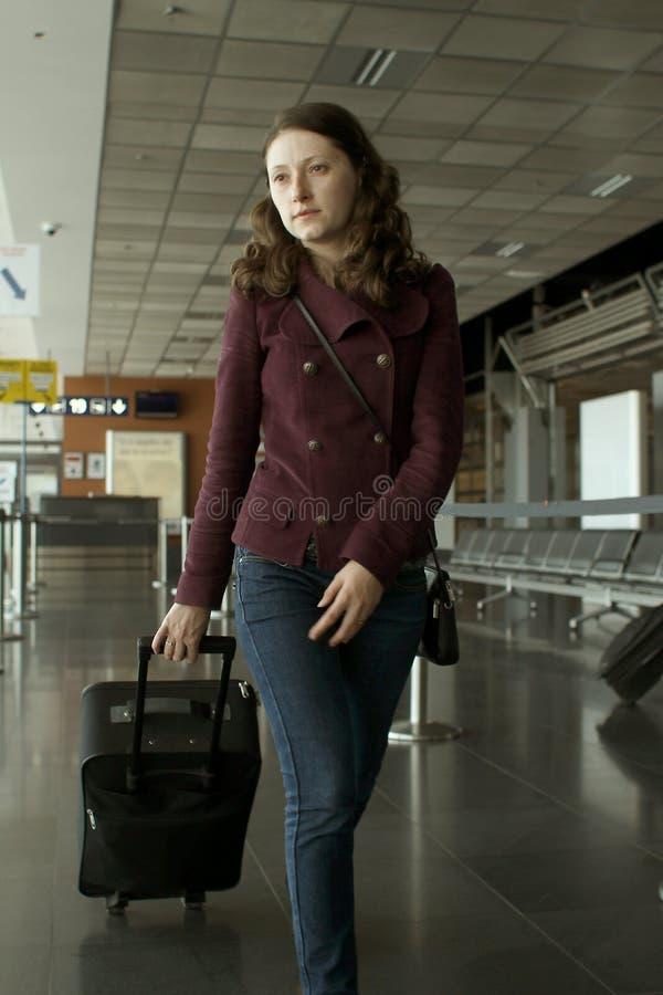 旅行妇女在机场 库存照片