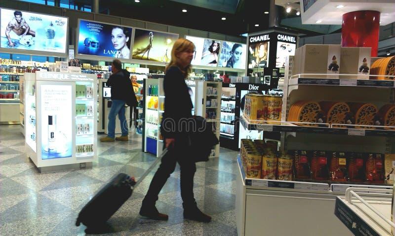旅行家在自由义务商店 库存图片
