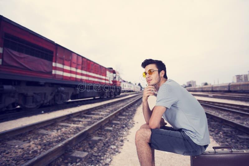旅行家年轻人 免版税图库摄影