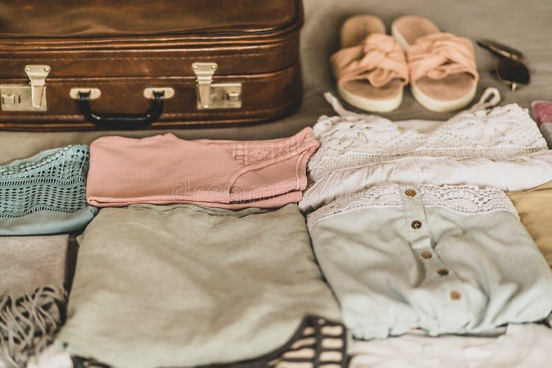 旅行手提箱prepareing的概念 库存图片