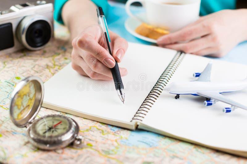 旅行旅行博客作者咖啡休息 免版税图库摄影