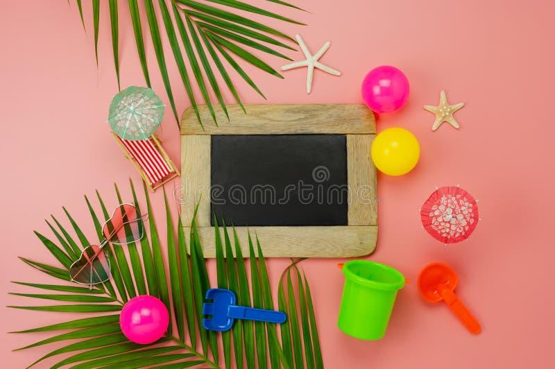 旅行的台式视图辅助计划在夏天休假背景概念的海滩 库存照片