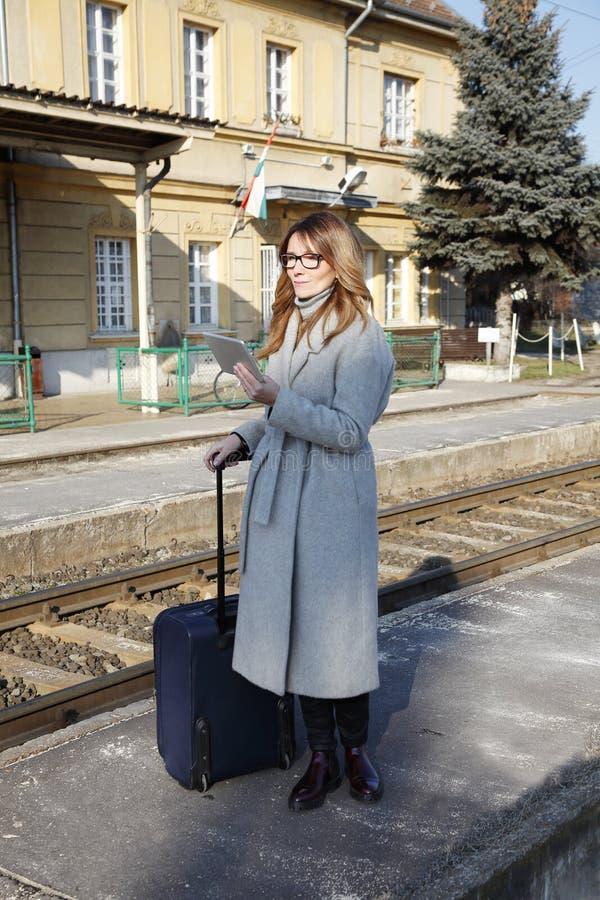 旅行的女实业家 库存图片
