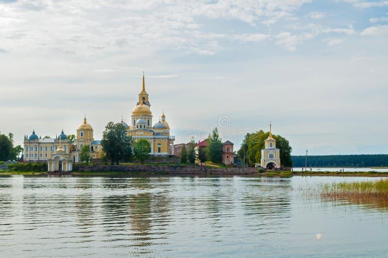 旅行风景 尼罗Stolobensky修道院在特维尔州地区和Seliger湖,特维尔州,俄罗斯 免版税图库摄影