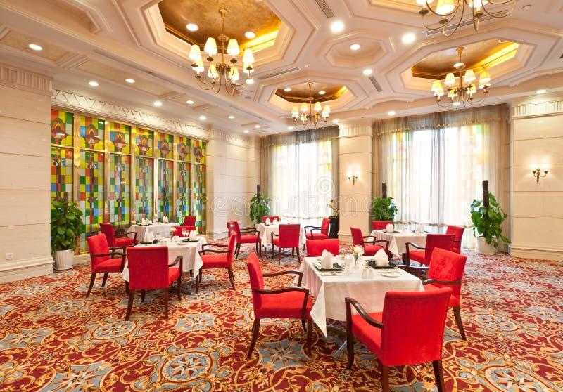 旅馆内部豪华餐馆 免版税图库摄影