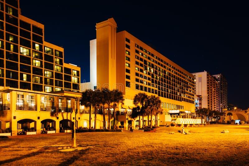 旅馆在晚上,在Daytona海滩,佛罗里达 免版税库存照片