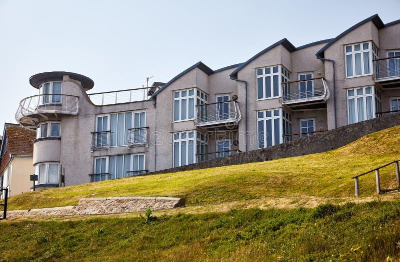 旅馆在莱姆里杰斯面对在Lyme海湾上 西多塞特 英国 免版税库存照片