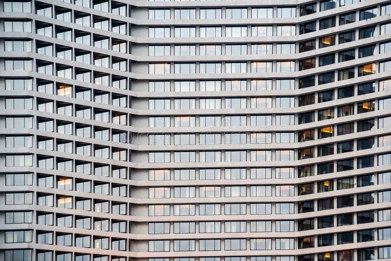 旅馆大厦摩天大楼外部抽象背景 免版税图库摄影