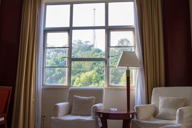 旅馆套房的客厅 库存图片