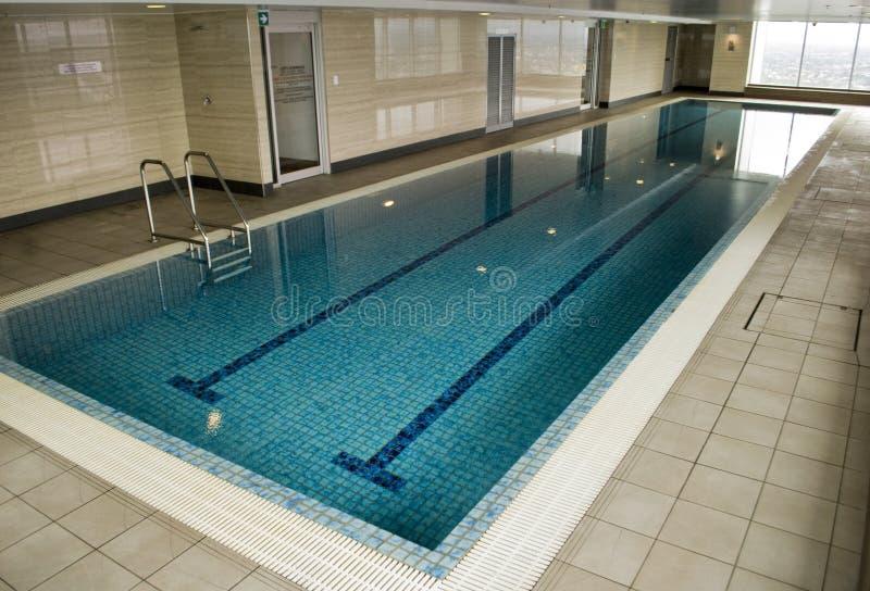 旅馆室内游泳池 图库摄影