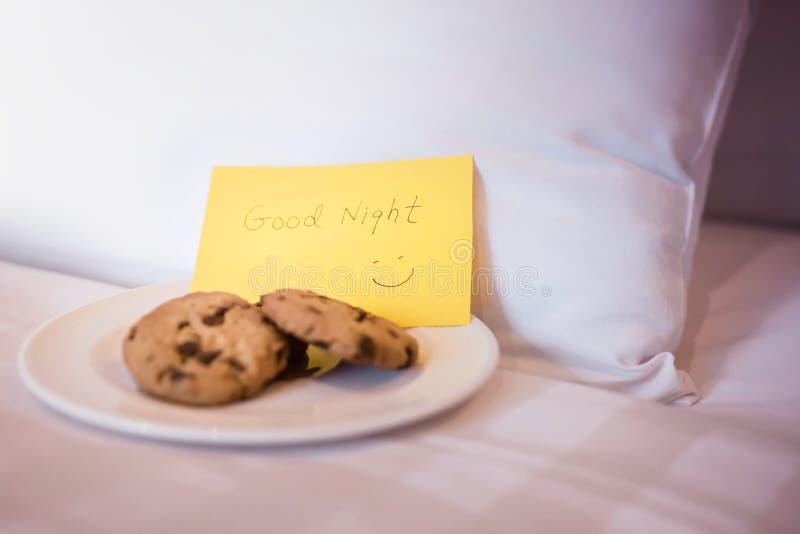 旅馆服务概念 侍者或佣人服务点心曲奇饼o 免版税图库摄影