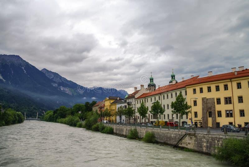 旅馆河的堤防在因斯布鲁克老镇 因斯布鲁克, Austri 库存照片