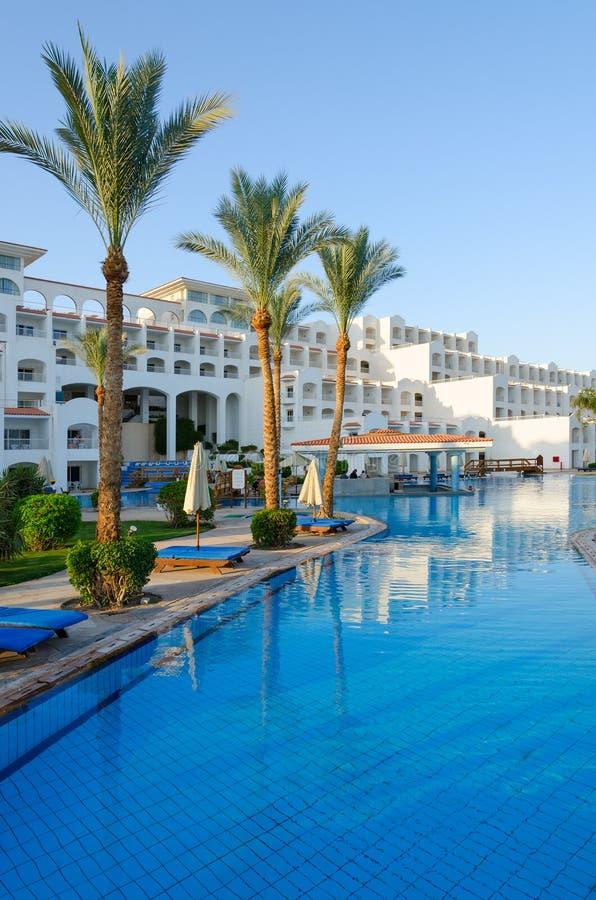 旅馆西瓦Sharm前Savita手段5 *在鲨鱼咆哮 主楼和水池酒吧 库存照片