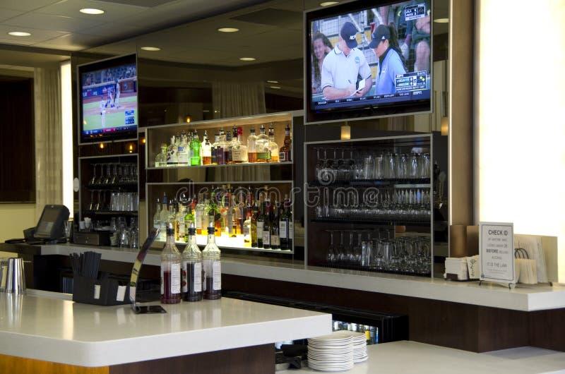 旅馆酒吧柜台 免版税库存图片