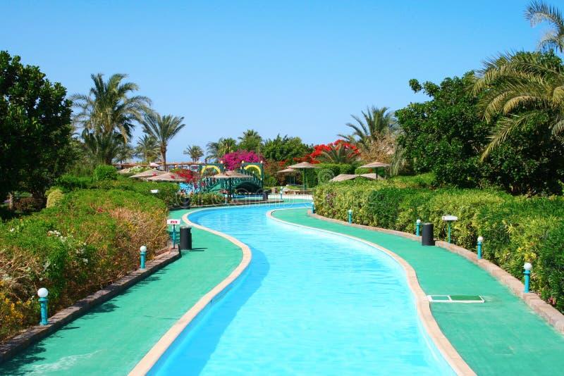 旅馆长的池游泳 免版税库存图片