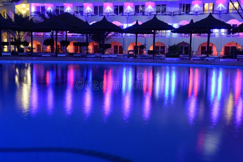 旅馆水池 免版税库存照片