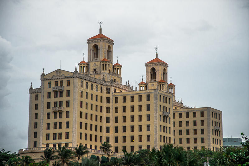 旅馆Nacional de古巴大黄色历史建筑  库存照片