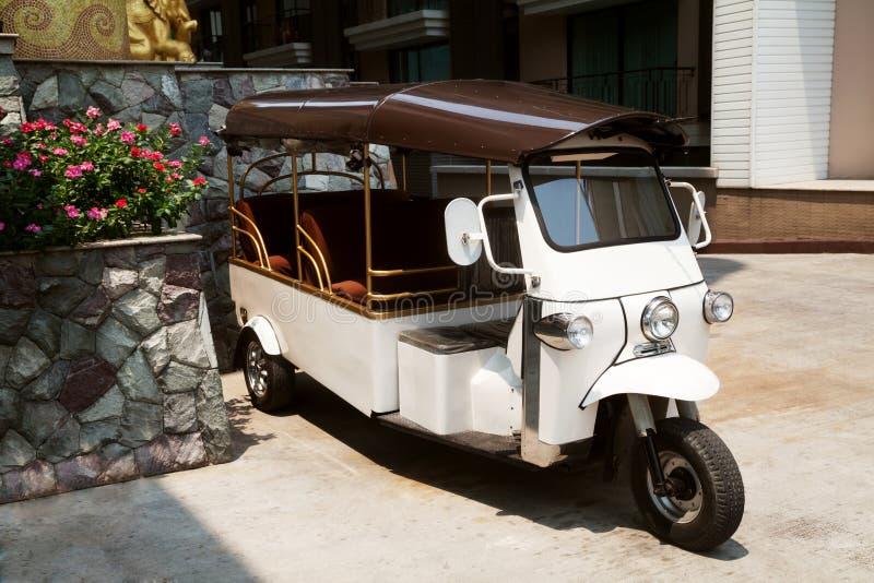 旅馆tuk-tuk出租汽车汽车在泰国 泰国三转动自动rikshaw 免版税库存图片
