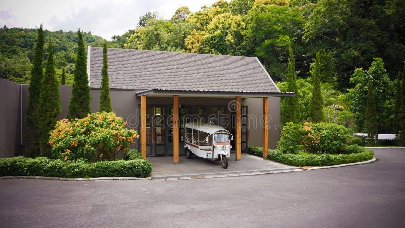 旅馆tuk-tuk出租汽车汽车等待的乘客游人在Thailan 库存图片