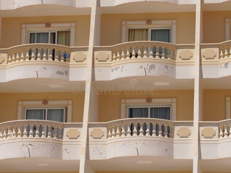 旅馆Windows和阳台  图库摄影