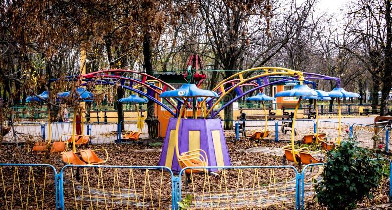 旋转木马在游乐园在Kropyvnytskyi,乌克兰 免版税图库摄影
