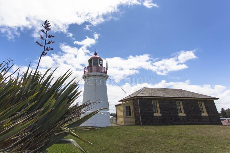 旗竿小山海村庄Warrnambool大洋路墨尔本澳大利亚 免版税库存图片