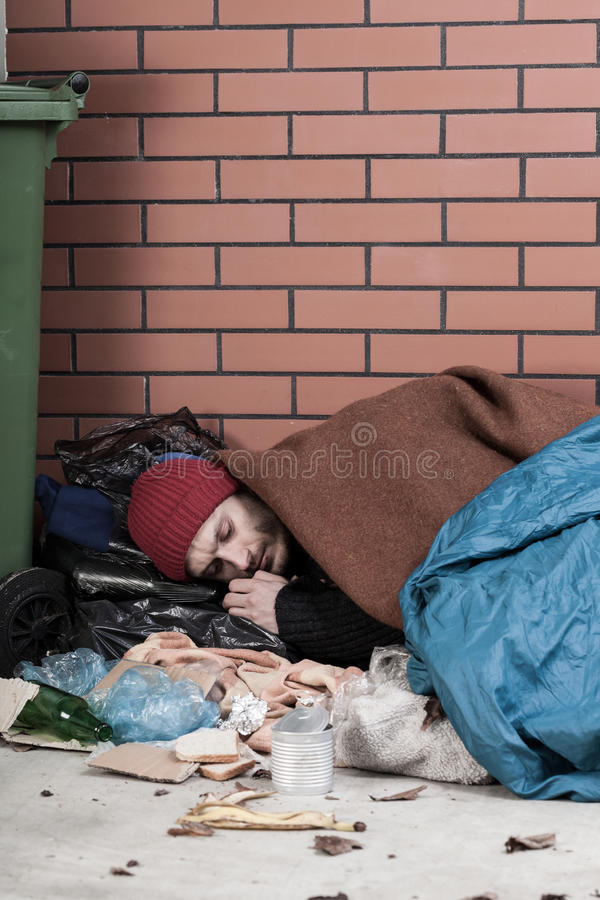 无家可归基于路面 免版税库存照片