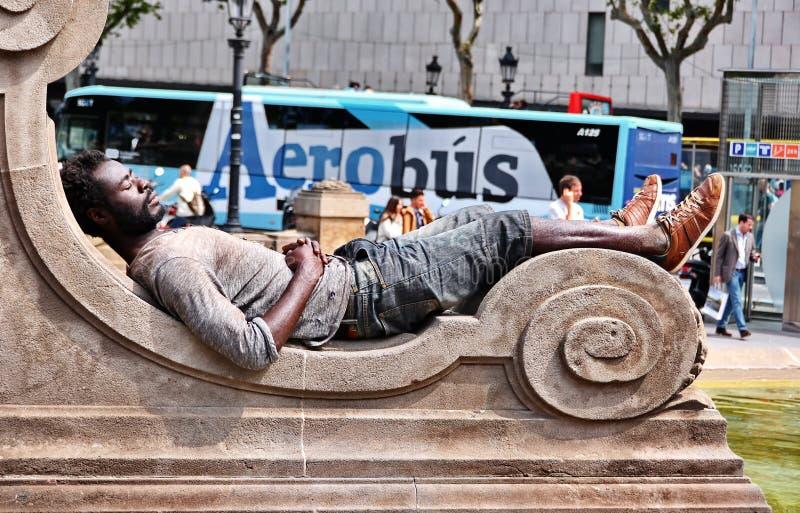 无家可归的人在巴塞罗那睡觉 免版税图库摄影