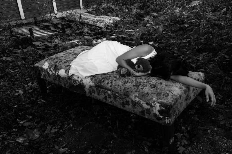 无家可归的女孩 库存照片