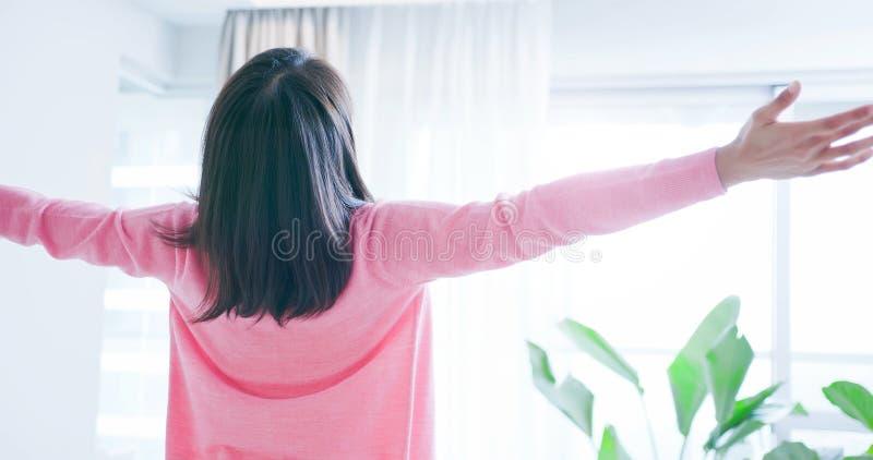 无忧无虑孕妇的感受 库存图片