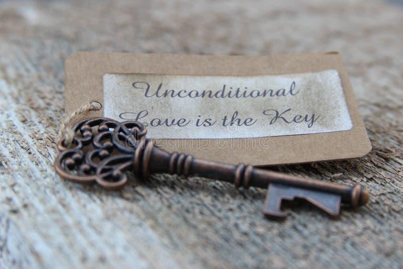 无条件的爱是钥匙 免版税库存图片
