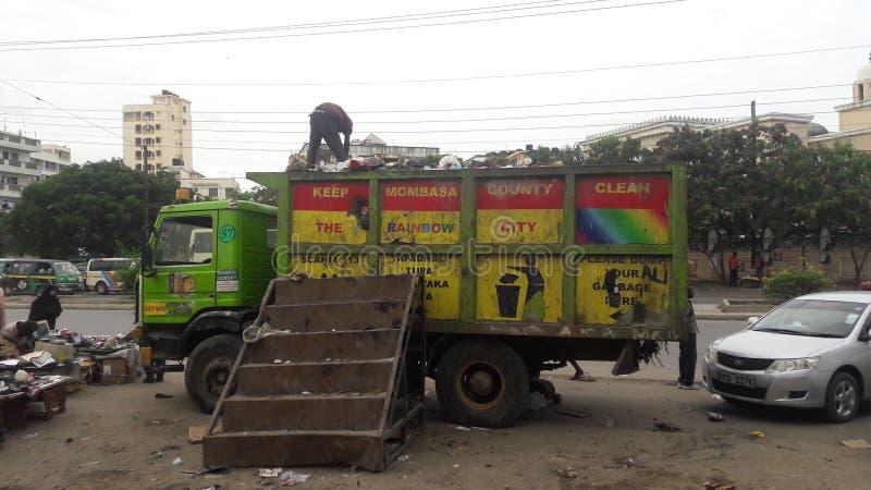 无用单元收集卡车在蒙巴萨肯尼亚 免版税库存照片
