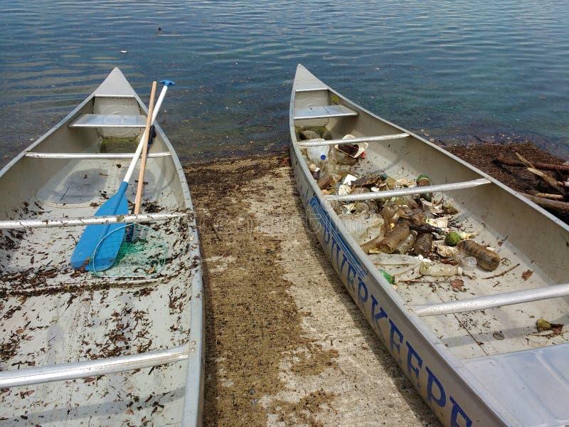 无用单元收集,在独木舟的垃圾,美国 免版税库存照片