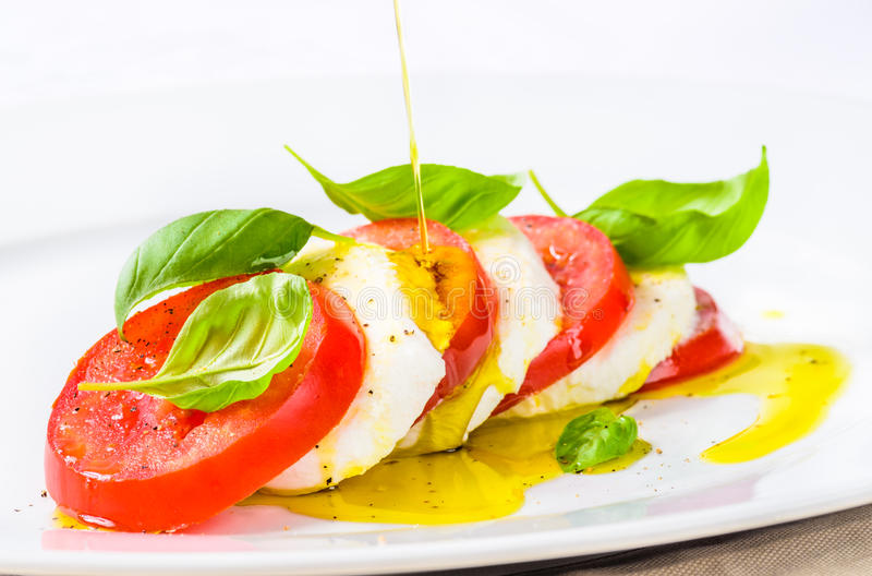 无盐干酪和蕃茄, caprese沙拉 免版税库存照片