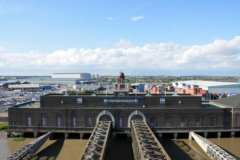 无盖二轮轻便马车用于Pasenger游轮的游轮终端到/从伦敦 免版税库存照片