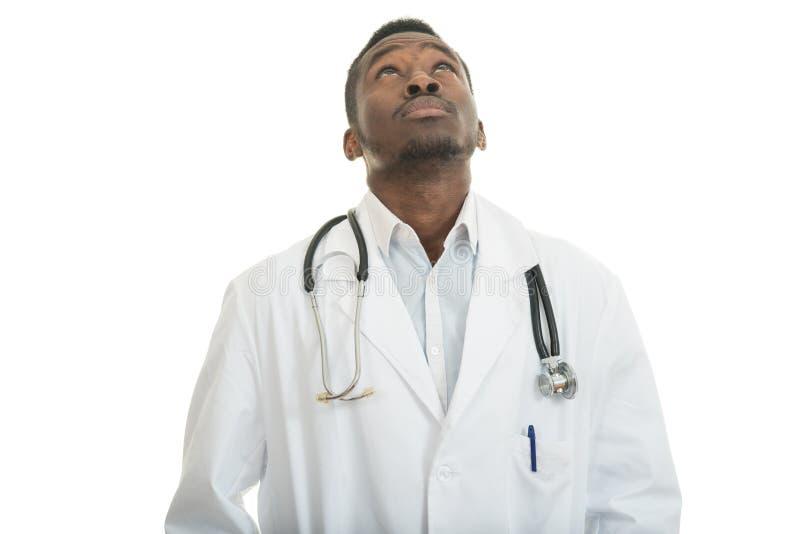 无知的黑人医生医疗保健专家特写镜头画象,有听诊器的 免版税库存图片