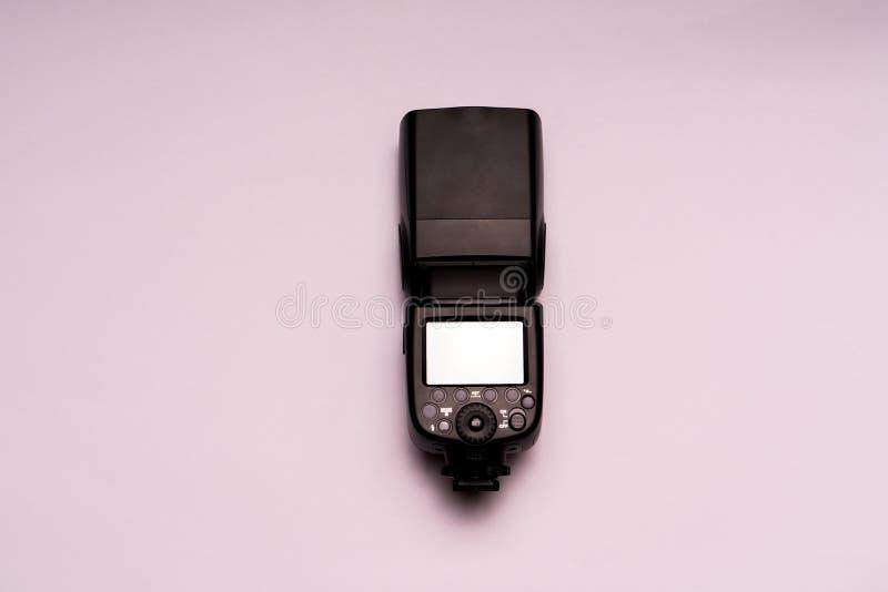 无线照相机闪光孤立专业摄影师的 免版税库存图片