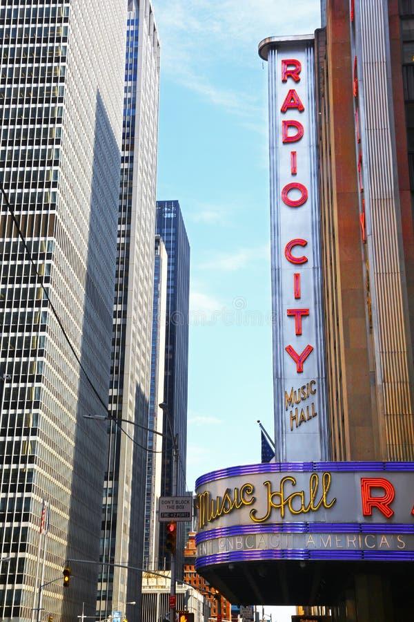无线电城音乐厅的标志在曼哈顿 库存图片