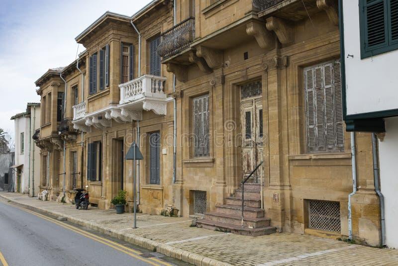 无背长椅连栋房屋,尼科西亚,塞浦路斯 免版税库存图片