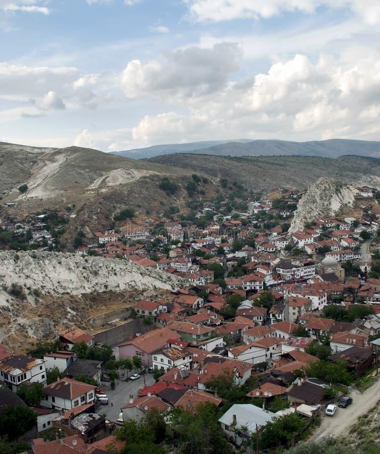 Download 无背长椅建筑学/Beypazari 库存图片. 图片 包括有 历史记录, 被分析的, 不列塔尼的, 人们 - 30325585