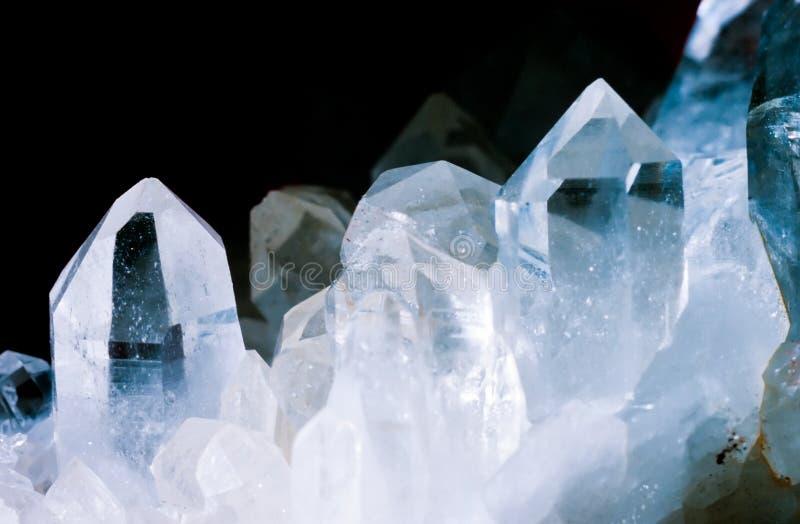 无色水晶石英群黑色背景 免版税图库摄影