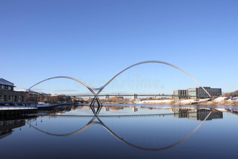 无限桥梁反射 库存照片