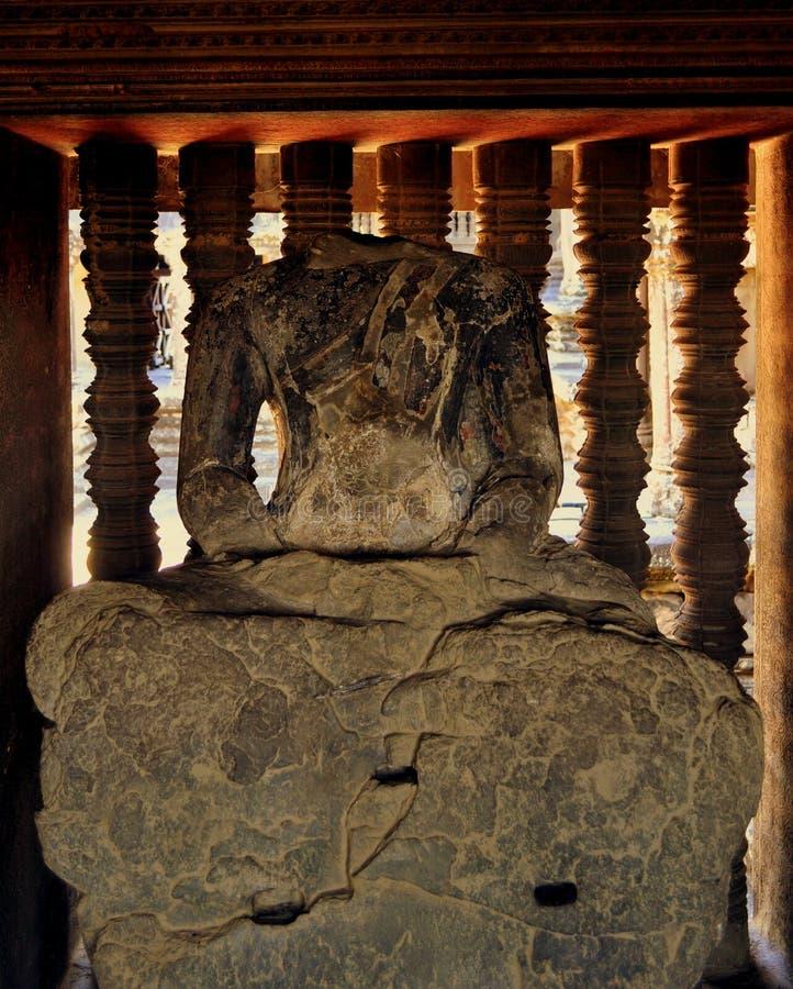 无首的菩萨雕象,吴哥窟,柬埔寨 免版税库存照片