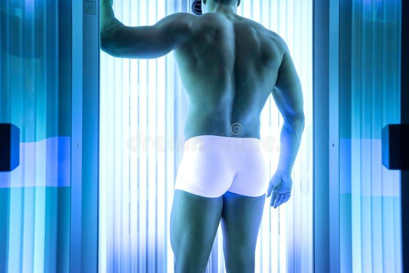 日光浴室的男性宝贝 免版税图库摄影
