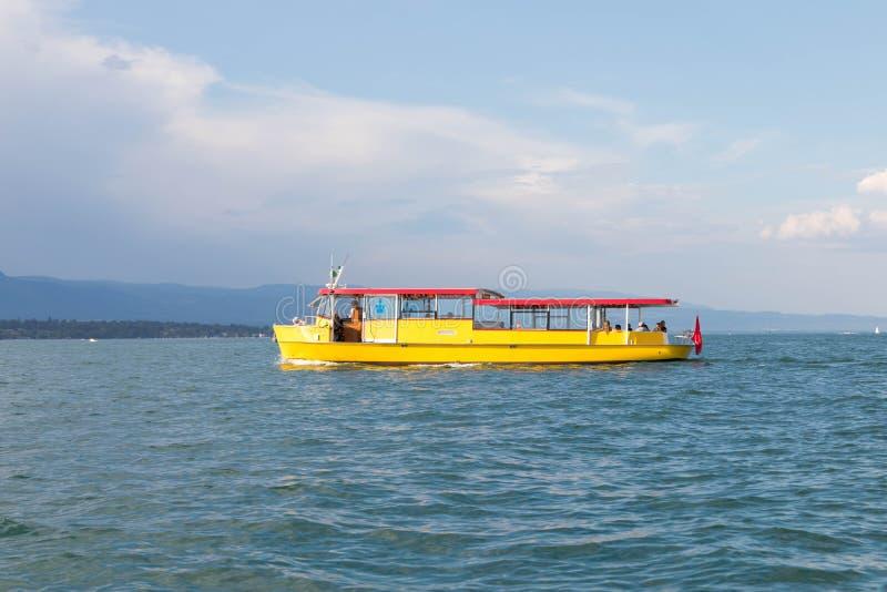 日内瓦/瑞士28 08 18 :黄色小船出租汽车旅游mouette湖 免版税图库摄影